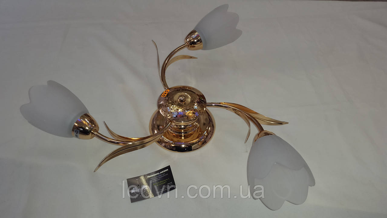Стельова люстра на 3 лампи в золоті