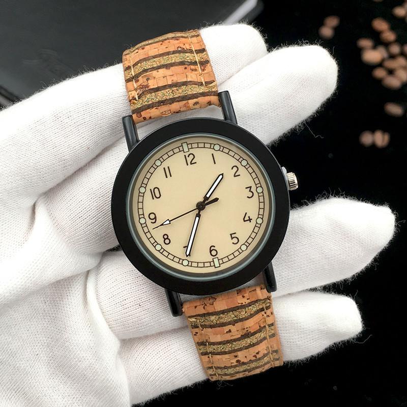 Стильные наручные часы Strip A04