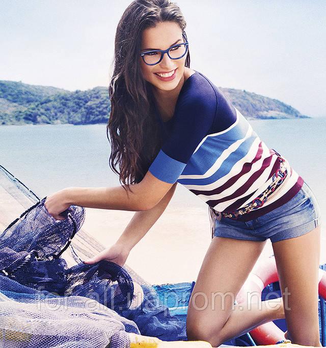 Адриана Лима в новых моделях солнцезащитных очков Vogue