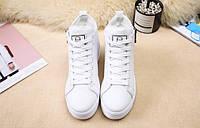 Белые зимние кроссовки на небольшой подошве, фото 1