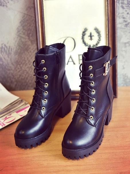 Высокие черные ботинки на шнуровке без подкладки внутри