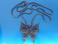 """Подвеска """"Бабочка""""  с кулоном, покрытым серебристой эмалью и стразами."""