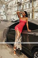 Вечернее платье в пол украшено гипюром и сеткой