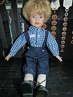 Кукла фарфоровая коллекционная мальчик сидит 40 см сидя 25 см