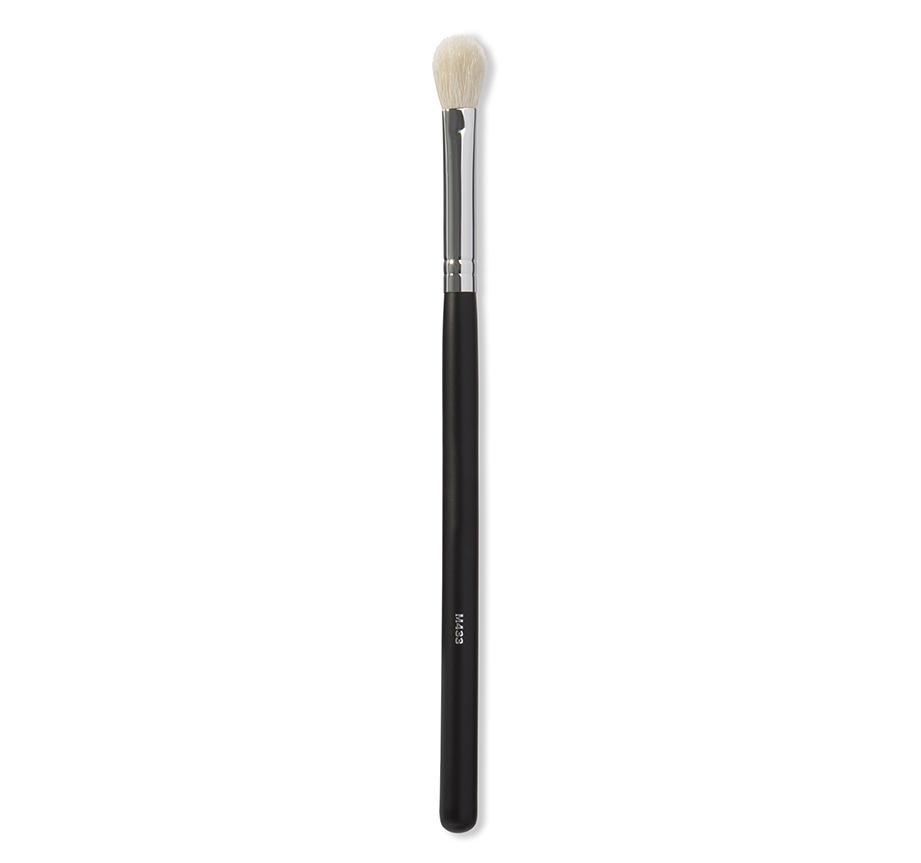 Кисть для растушевки теней Morphe Pro Firm Blending Fluff Brush M433