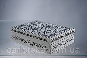 Дерев'яна біла скринька
