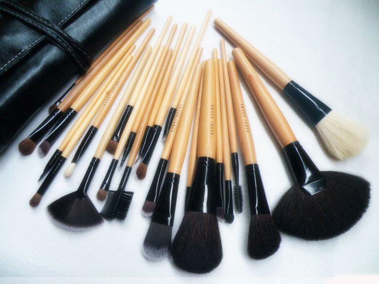 Профессиональные кисти для макияжа 24 шт. в чехле Boobi Brown