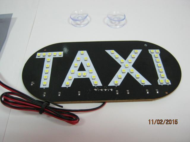 Светодиодный знак такси.