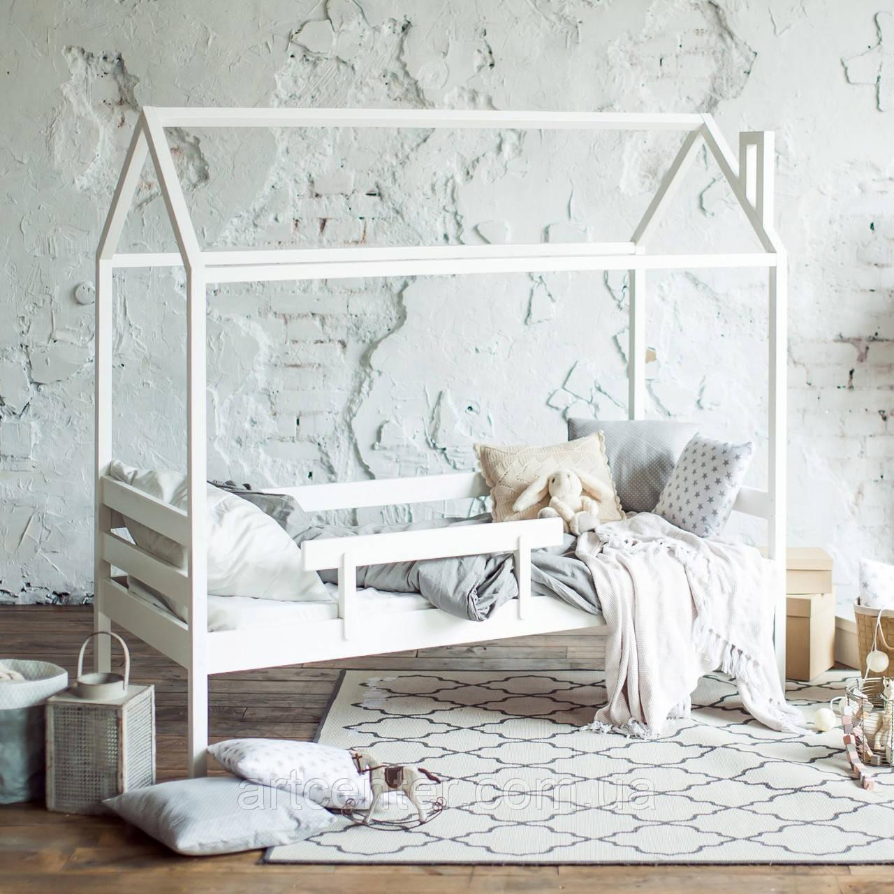 Кроватка-домик на ножках, с бортиками, белого цвета