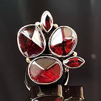 Стильное  серебряное кольцо с крупными натуральными гранатами