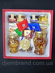 Подарочный набор с джемами, медом с орехами и шоколадом