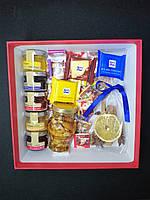 Подарочная коробка со сладостями