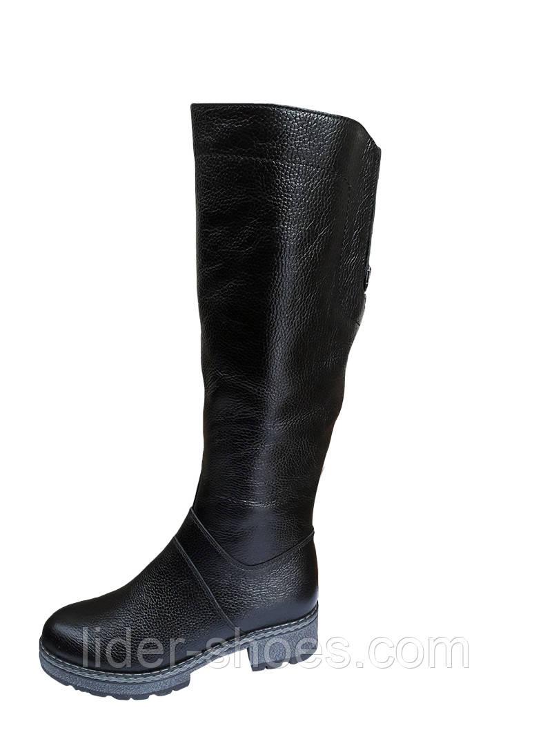 Женские зимние сапоги черного цвета