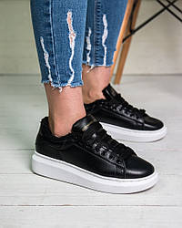 Женские кроссовки на меху Alexander McQueen черные с белой подошвой топ реплика