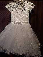Детское красивое новогоднее платье из органзы и гипюра на 5-7 лет