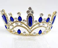 215 Золотая высокая корона с синими кристаллами. Элитные свадебные украшения на голову.
