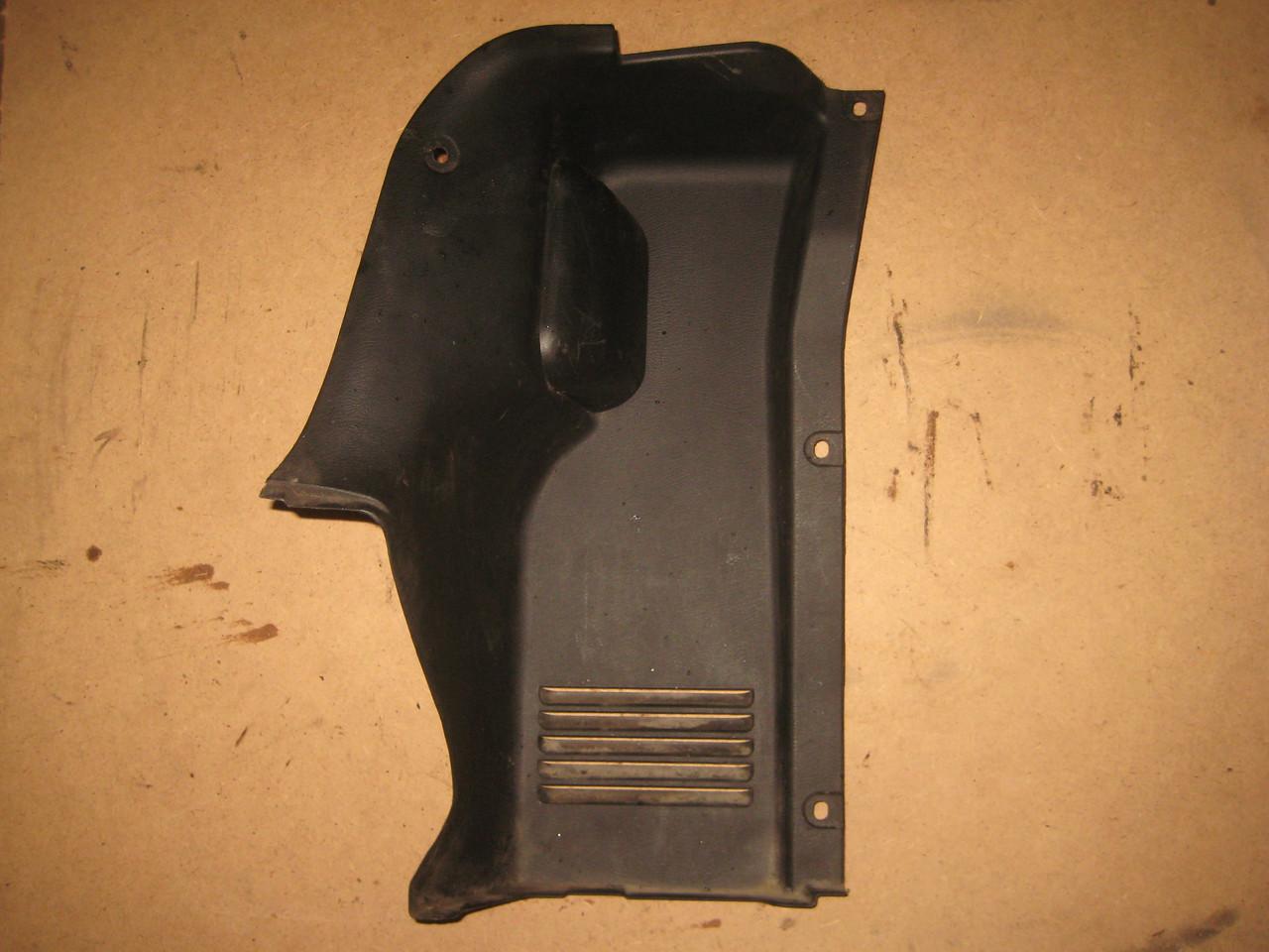 Накладка обивка багажника фонаря задняя левая Daewoo Lanos Sens Деу Део Ланос Сенс