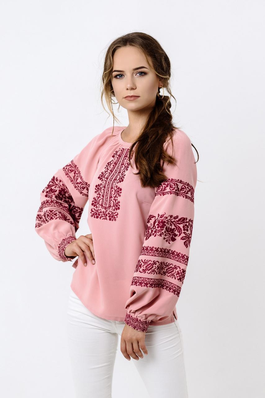 Женская вышиванка розового цвета «Сокаль» с вышивкой на рукаве