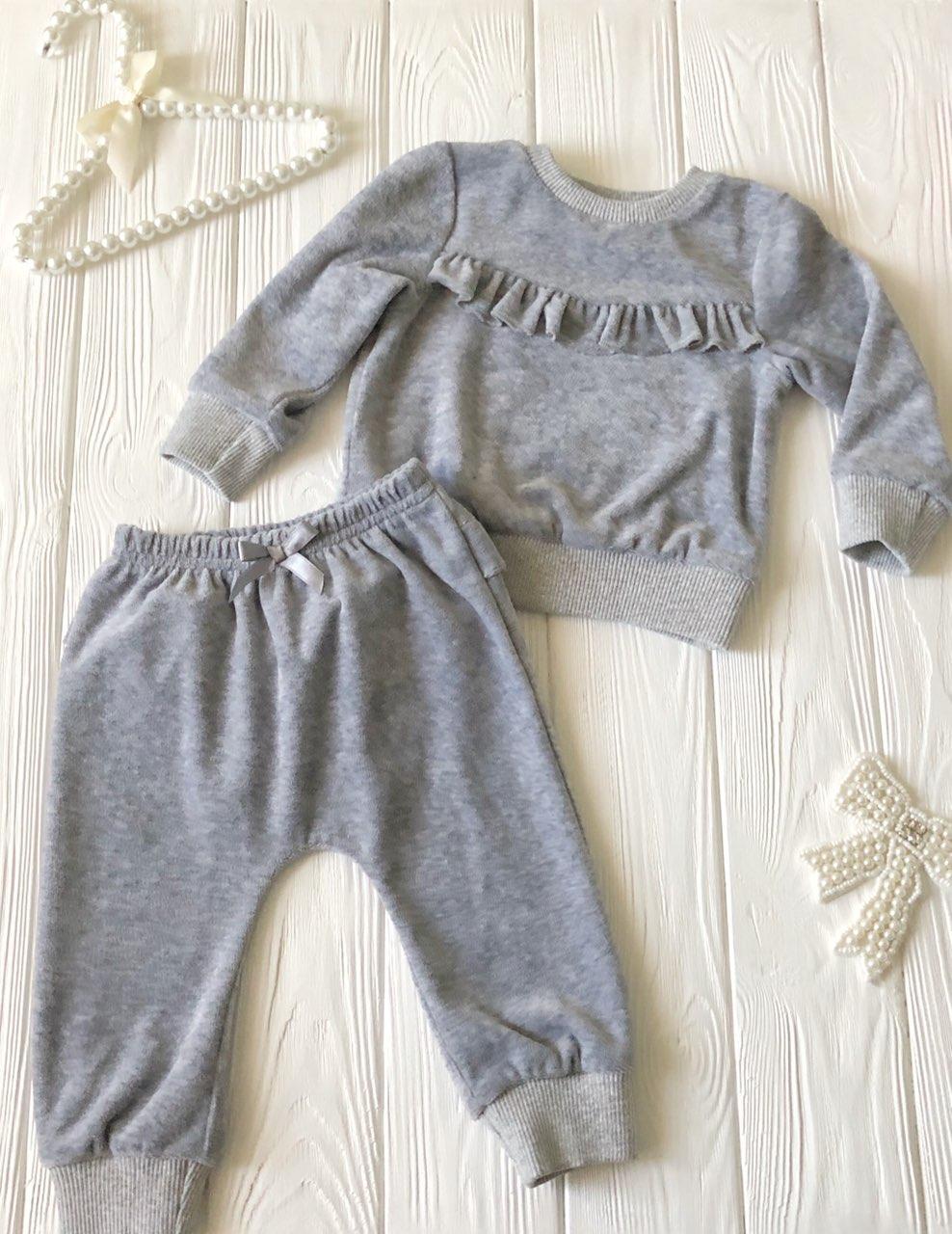 Костюмчик с рюшами велюровый  для младенца Серый