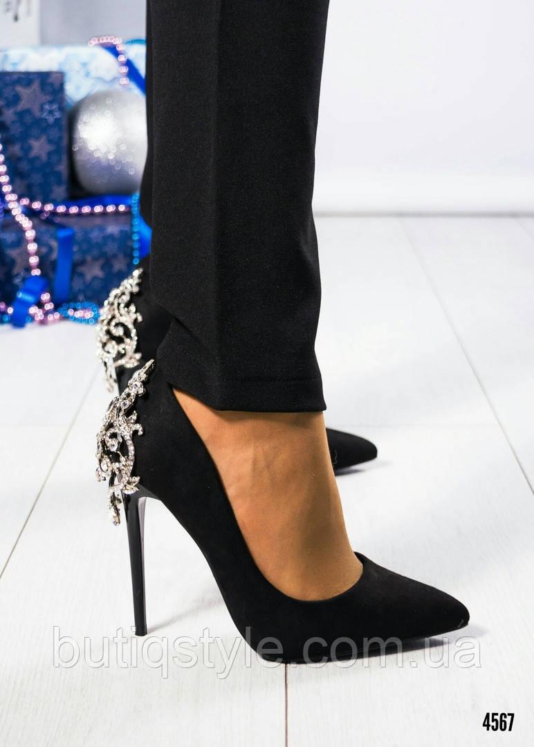40 размер Стильные черные туфли с декором на шпильке эко-замша