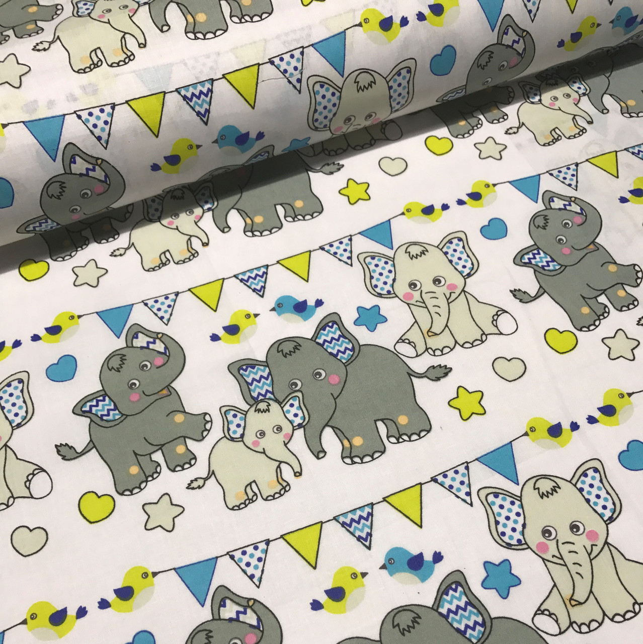 Хлопковая ткань польская слоники с треугольными флажками серо-желто-бирюзовые отрез (размер 1,25*1,6 м)