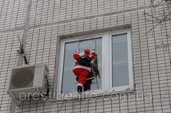 Новогодняя фигура Деда Мороза на лестнице 50 см
