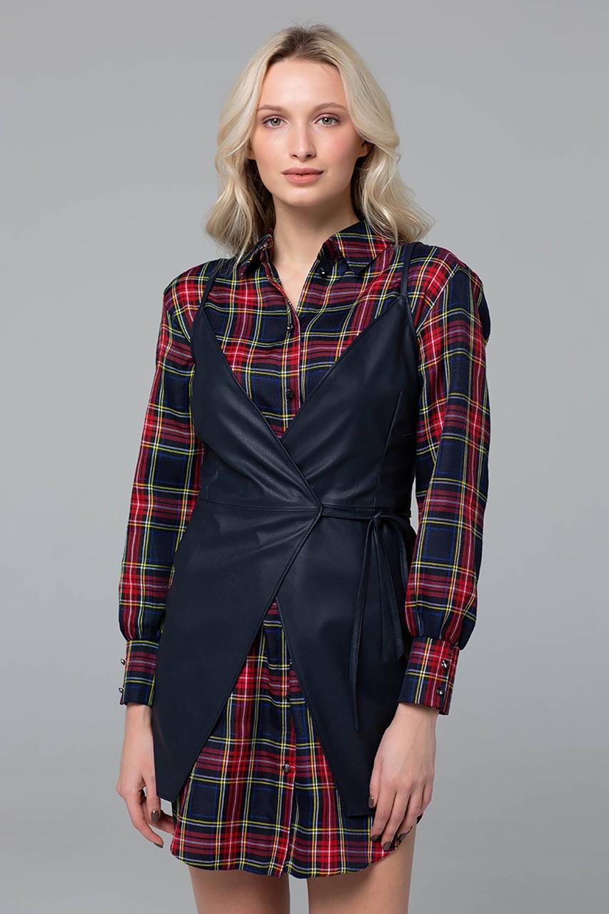 Купить Стильное платье-рубашка в клетку с кожаным жилетом по ... 04b3ac1dba9b6
