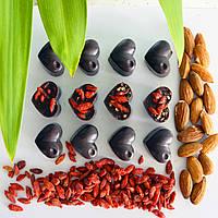 Шоколадные конфеты БЕЗ сахара в форме сердечек с ягодами годжи и орехами