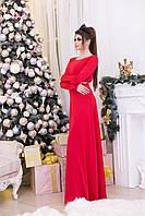 Длинное нарядное женское платье красного цвета.