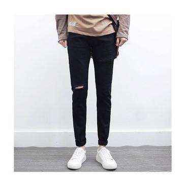 Мужские джинсы с рваным коленом
