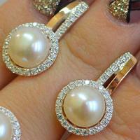 Серебряные серьги с золотыми накладками с натуральным белым жемчугом и фианитами 401