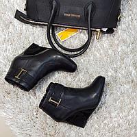 Ботинки женские демисезонные весна-осень из натуральной кожи на танкетке черные, фото 1