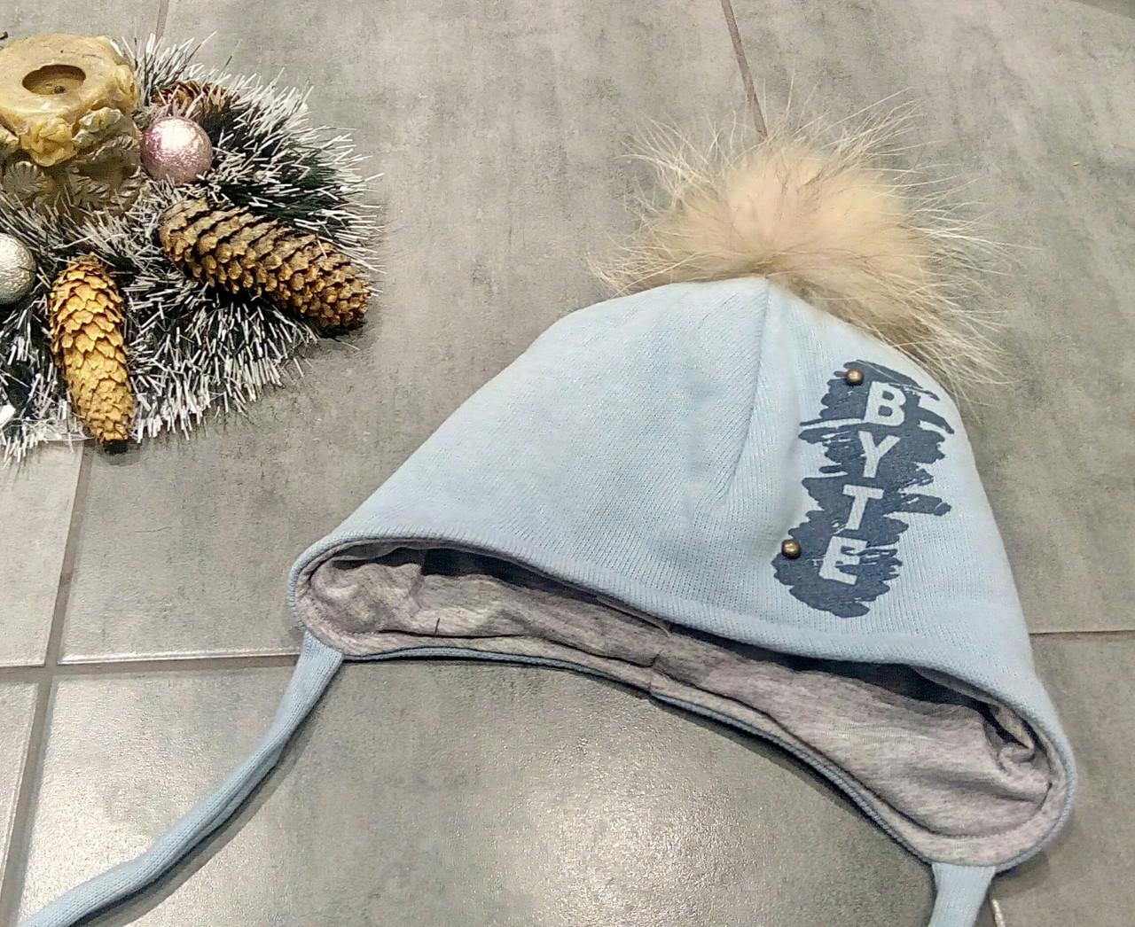 Зимняя шапка с завязками и с натуральным бубоном для мальчика р-ры 50