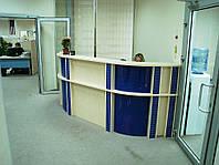 Полукругая замкнутая стойка ресепшн в офис для сотрудников (R-31)