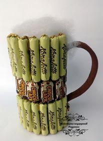 Солодка композиція Пивний келих з цукерок