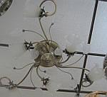 Класична люстра припотолочная на 6 ламп букет в бронзі