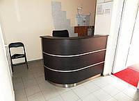 Ресепшн кассира (стол ресепшн) в магазин шуб в торговом центре (R-83)