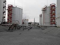 Эксплуатация резервуаров  РВС и их обслуживание При эксплуатации резервуаров и их обслуживании на человека мог