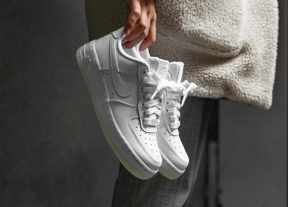 huge selection of 54a9c 0634a Оригинальные кроссовки Nike Wmns Air Force 1  07 Essential White (ART. AO2132  101