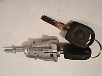 Skoda Fabia I 99-07 передняя левая вставка замка двери 113571755 сердцевины личинки с ключами 1J0837167