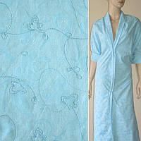 Батист деворе блакитний з трояндами та вишивкою ш.150 (10205.001)