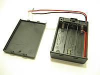 Отсек для 3 AA (пальчиковых) батареек с выключателем и крышкой