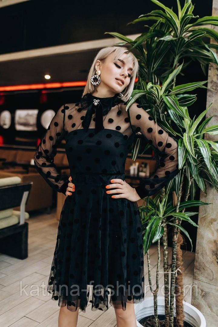 Женское красивое платье с сеткой в горошек