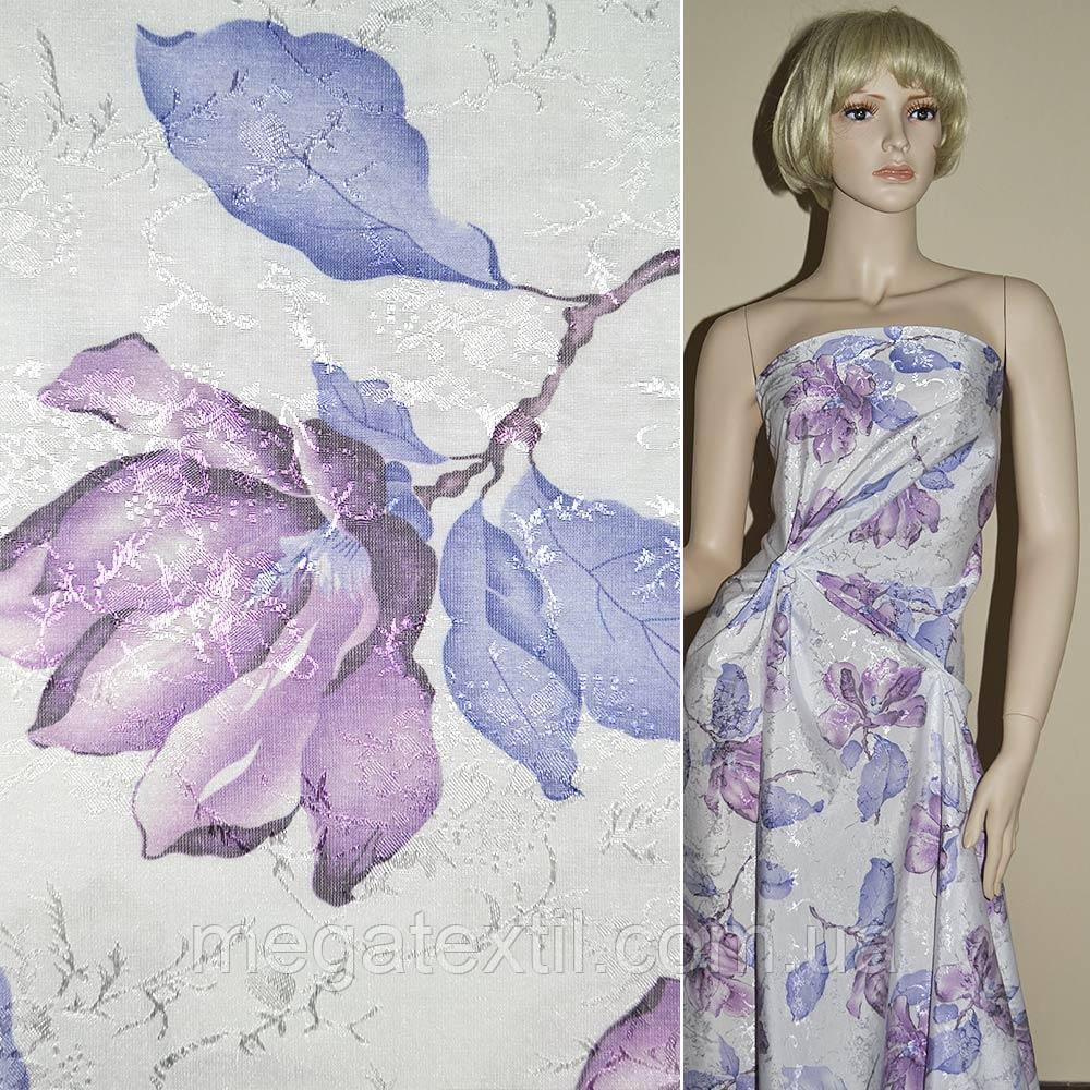 Ткань жаккард. белая в сиреневые лилии  ш.130