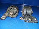 Подушка (опора) двигателя правая Mazda 323 BG бензин, фото 2