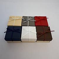 Картонная коробочка с бантом для украшений