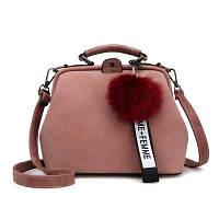Розовая женская сумка с помпоном