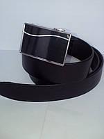 Черный гладкий кожаный ремень автомат