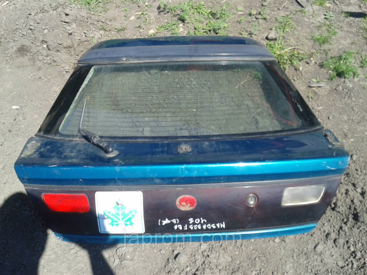 Крышка багажника со стеклом Mazda 323 F BA 1994-1997г.в. 5дв синяя