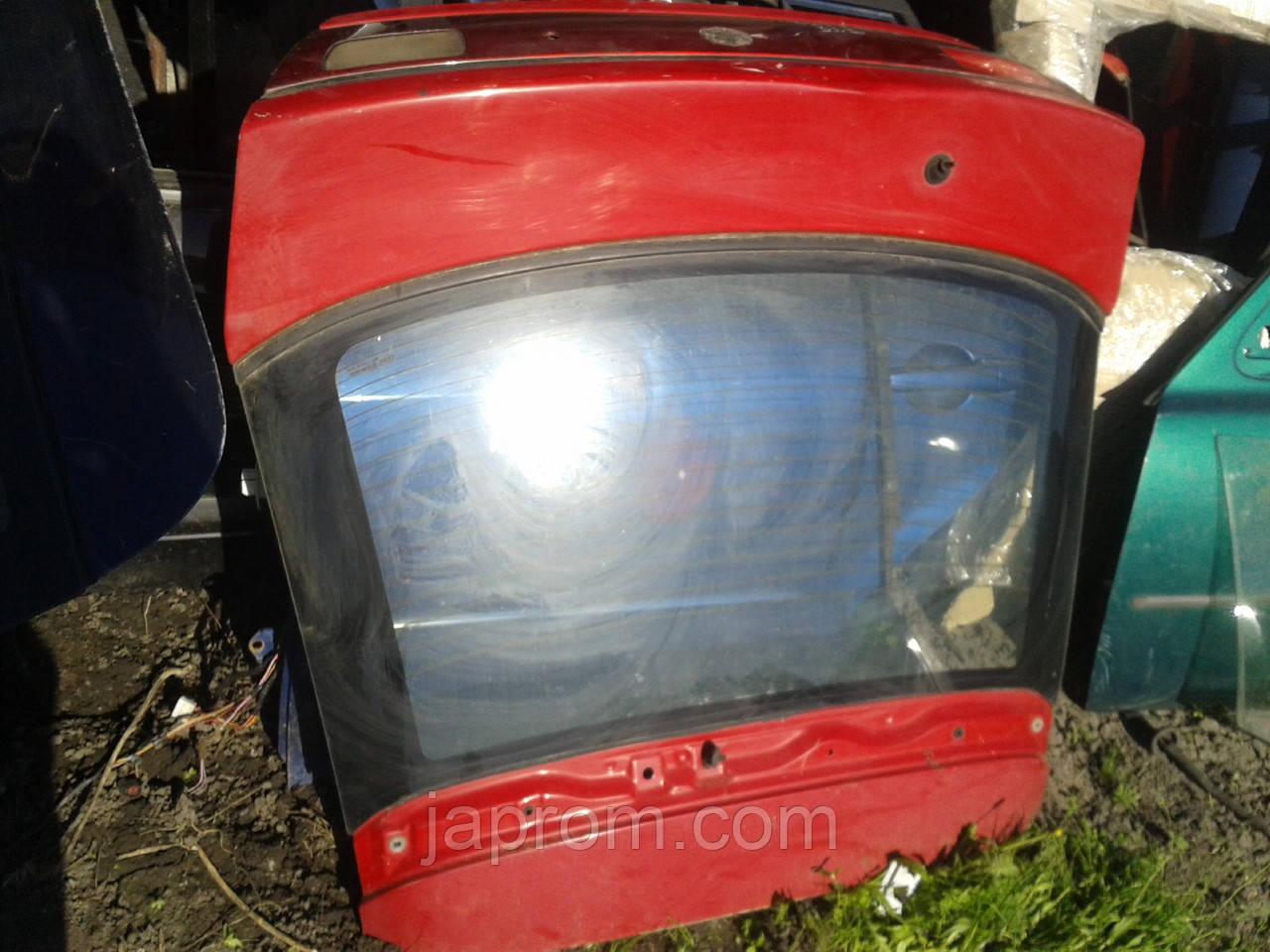 Крышка багажника со стеклом Mazda 323 F BA 1994-1997г.в. 5дв красная